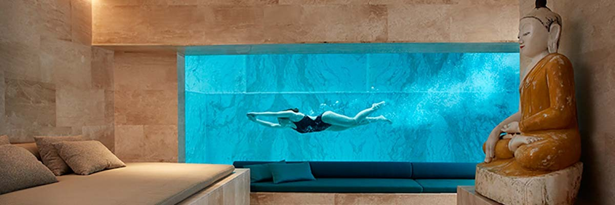 UNDERWATER WINDOW IN BEAUTIFUL PRIVATE PROJECT