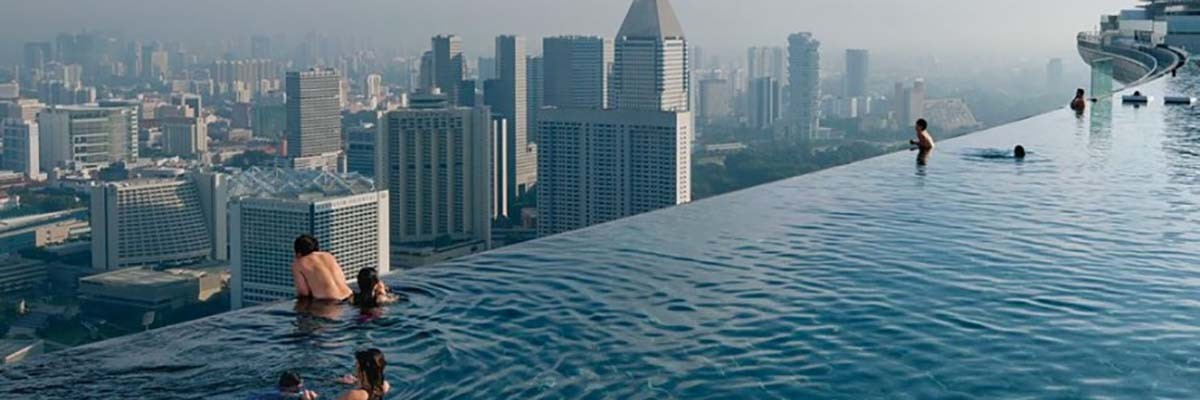 THE LUXURY OF AN INFINITY POOL