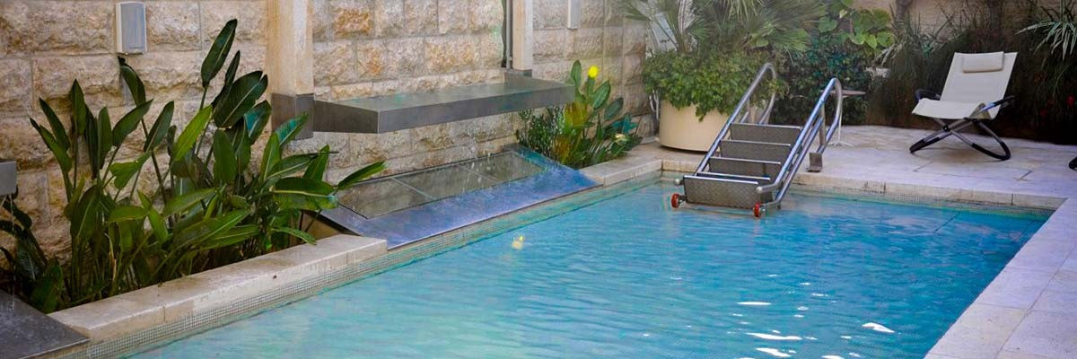 MOVABLE FLOOR IN PRIVATE POOL